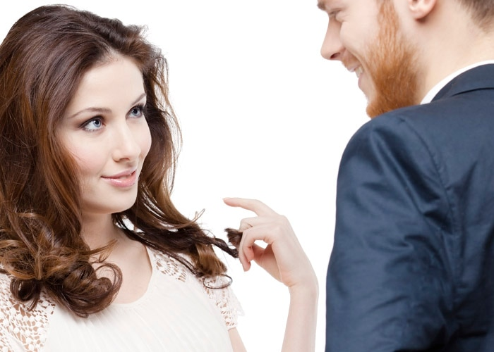 how to knowIf a Woman is Attracted to You