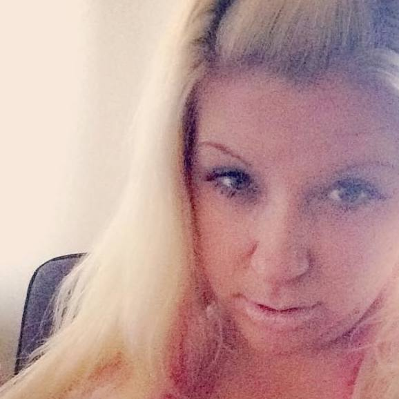 Single emma8080 is looking for a man