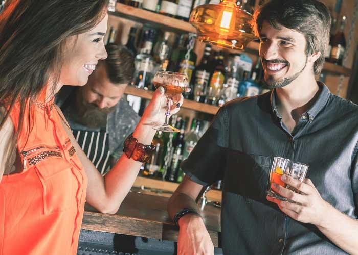 meeting girls at bars tips