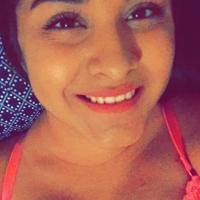 Single Ayleen is looking for a man